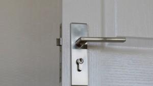 ידיות לדלתות פנימיות